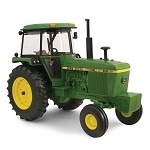 John Deere 1:16 scale Prestige Collection 4240 Tractor - TBE45290