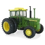 John Deere 1:16 scale Prestige Collection 4620 Replica Tractor with FWA - TBE45325