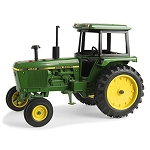 John Deere 1:16 scale 4040 Tractor Toy - LP64439