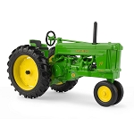 John Deere 1:16 Scale Model 70 Tractor with FFA Logo - 45737